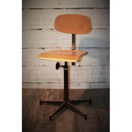 chaise labo ann es 80. Black Bedroom Furniture Sets. Home Design Ideas